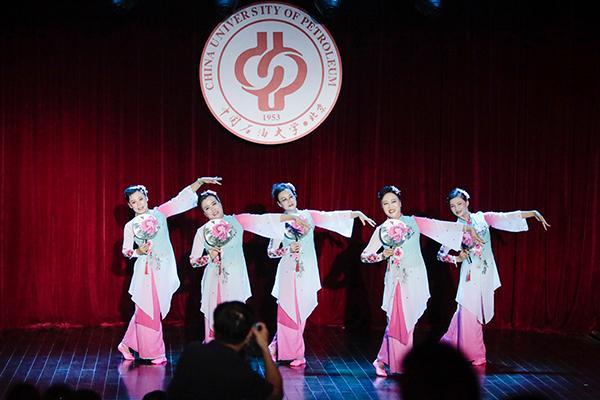 石大举办喜迎65华诞暨庆祝教师节文艺晚会