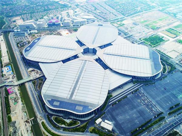 首届中国国际进口博览会主办场地四叶草国家会展中心. 视觉中国