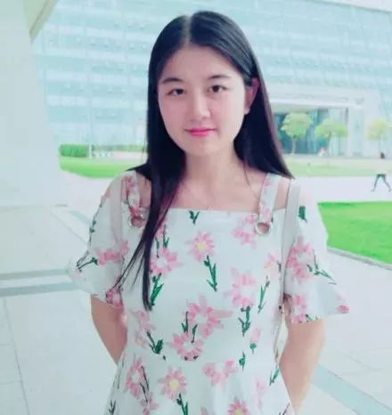 sss周星宇结婚照_上海海洋大学  参赛者:周星宇 2018级翻译硕士 参赛宣言:neversaydie