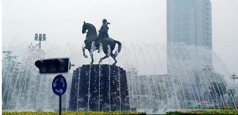 大铜马之于蜀黍,一座城,一段记忆,一生坚守,左右三毛钱看