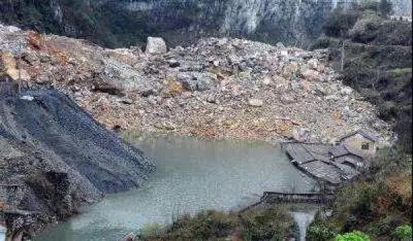金沙江山体滑坡形成堰塞湖 愿平安