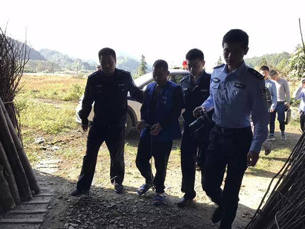 男子棒杀未婚妻逃亡17年被捕,称未婚妻当时另有男友起杀心