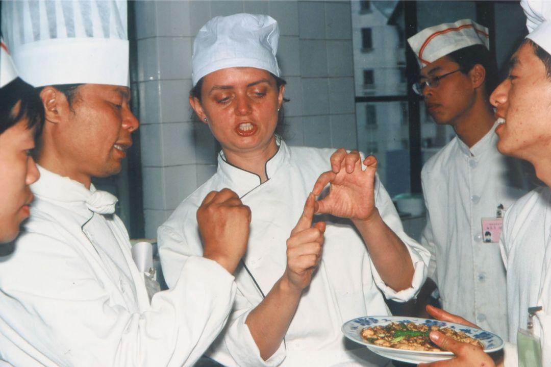 """英國女孩的中國菜歷險記:腦花和兔頭是""""危險的誘惑"""""""