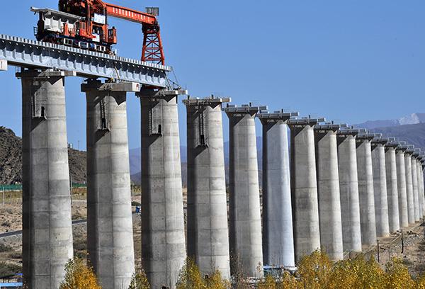 川藏铁路拉林段正式进入铺轨阶段