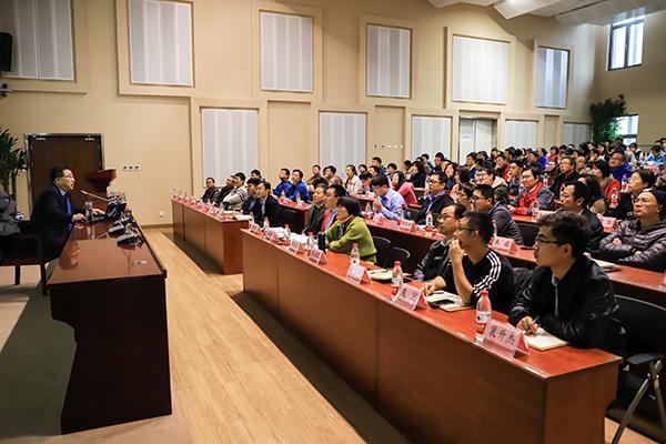 中国石油大学举办国际形势辅导报告会