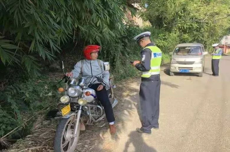 华坪警方:摩托车交通违法专项整治在行动