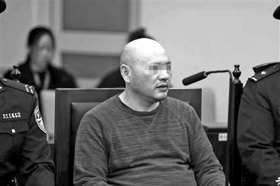 携奢侈品货物入境走无申报通道,五旬男子代购逃税74万受审