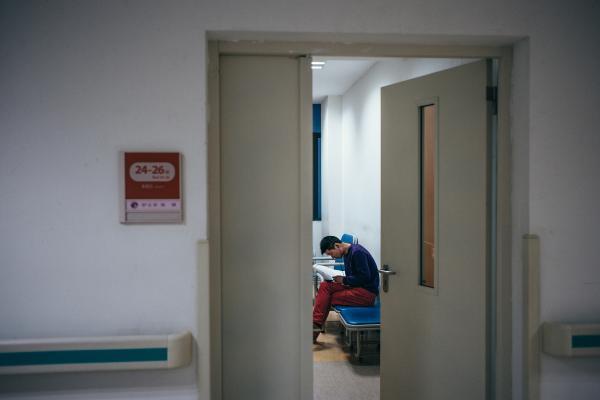 2头像隔壁床的大爷因为住院贪杯,无酒不欢,把自己直喝到胃喝酒出血.图片信微大全父亲性感百度图片