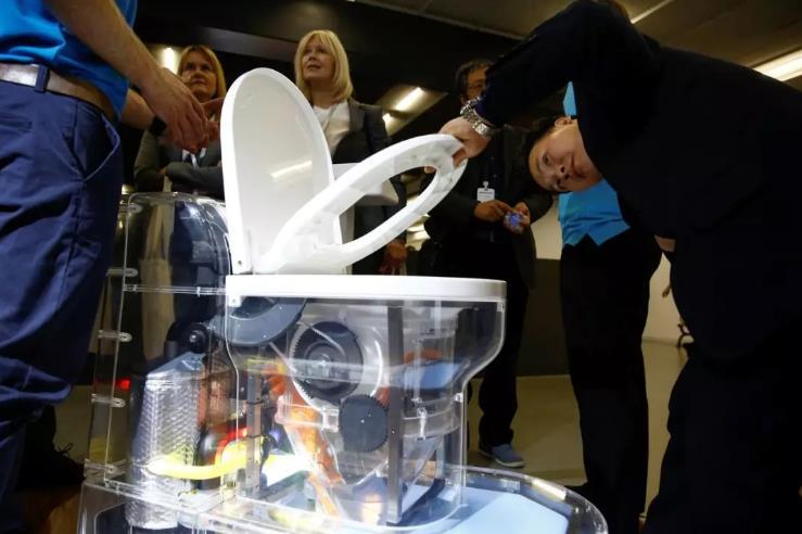 比尔·盖茨的未来厕所:消灭病原体、无需下水道
