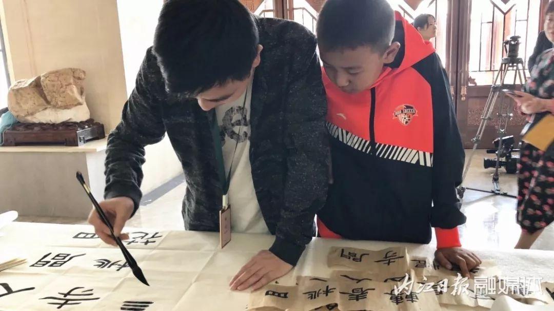 中国书法艺术家协会全国第三届册页书法作品展评审揭晓:四川9人入