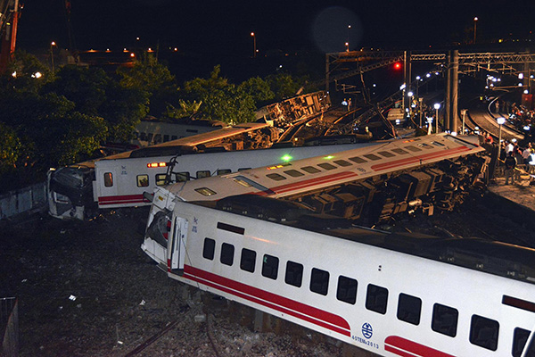 bob娱乐:台铁事故列车司机:事故情况与报告矛盾,无法接受人为超速