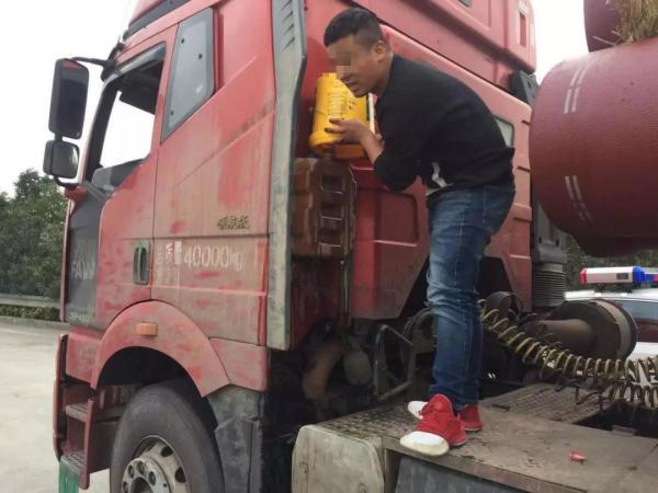 货车刚进广东珠海就被罚 司机却向交警道谢原因是啥