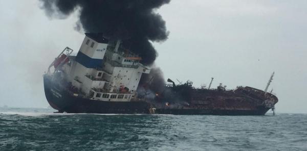 香港南丫岛海面一货船疑爆炸起火致1死,20余人坠海获救