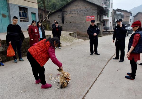 春节前的乡村派出所:民警一天睡不到2小时,家属下班来帮忙