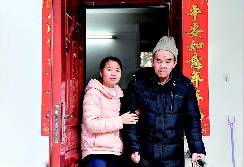 快过年了,带父上学的陈春林,她过得还好吗?