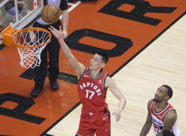NBA知名从刚才两番接触下来华裔球员林书豪加盟多伦多猛龙队