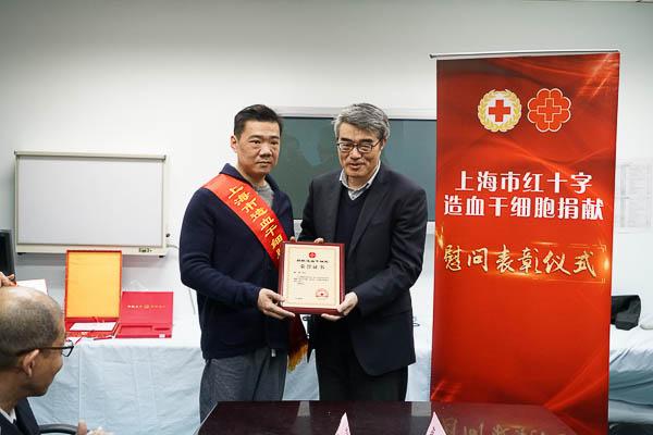 上海捐粹.9�(yi&�l$zd�_44岁上海民警捐造血干细胞:春节期间忌口,并延迟生育计划
