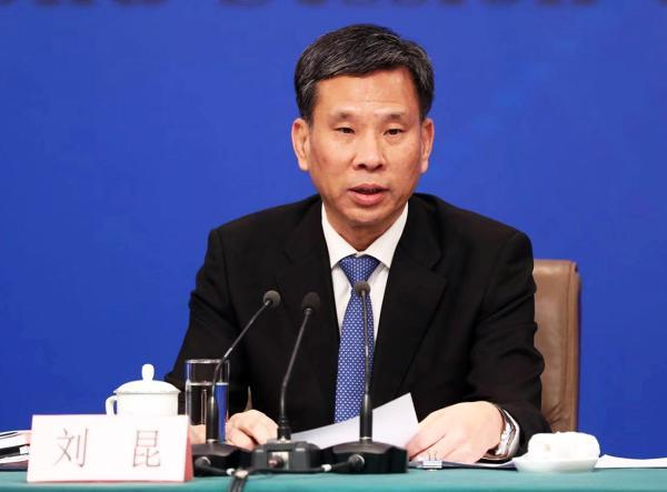 财政部部长刘昆出席记者会谈财税改革问题