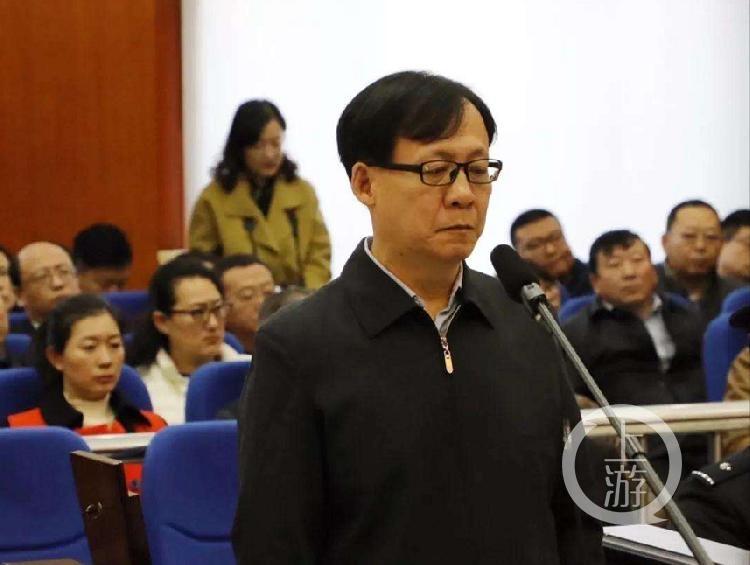 哈尔滨一原副区长受审:贪污救灾款买车送领导,7年获提3次