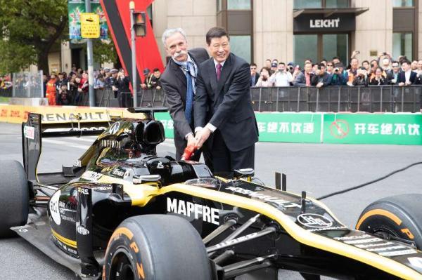 F1赛车首次驶入申城街头,千站里程碑彰显上海体育名都风采
