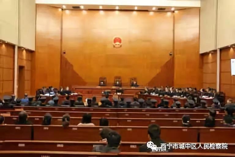 80后女律师被控恶势力引争议,本人回应:相信法律公平公正