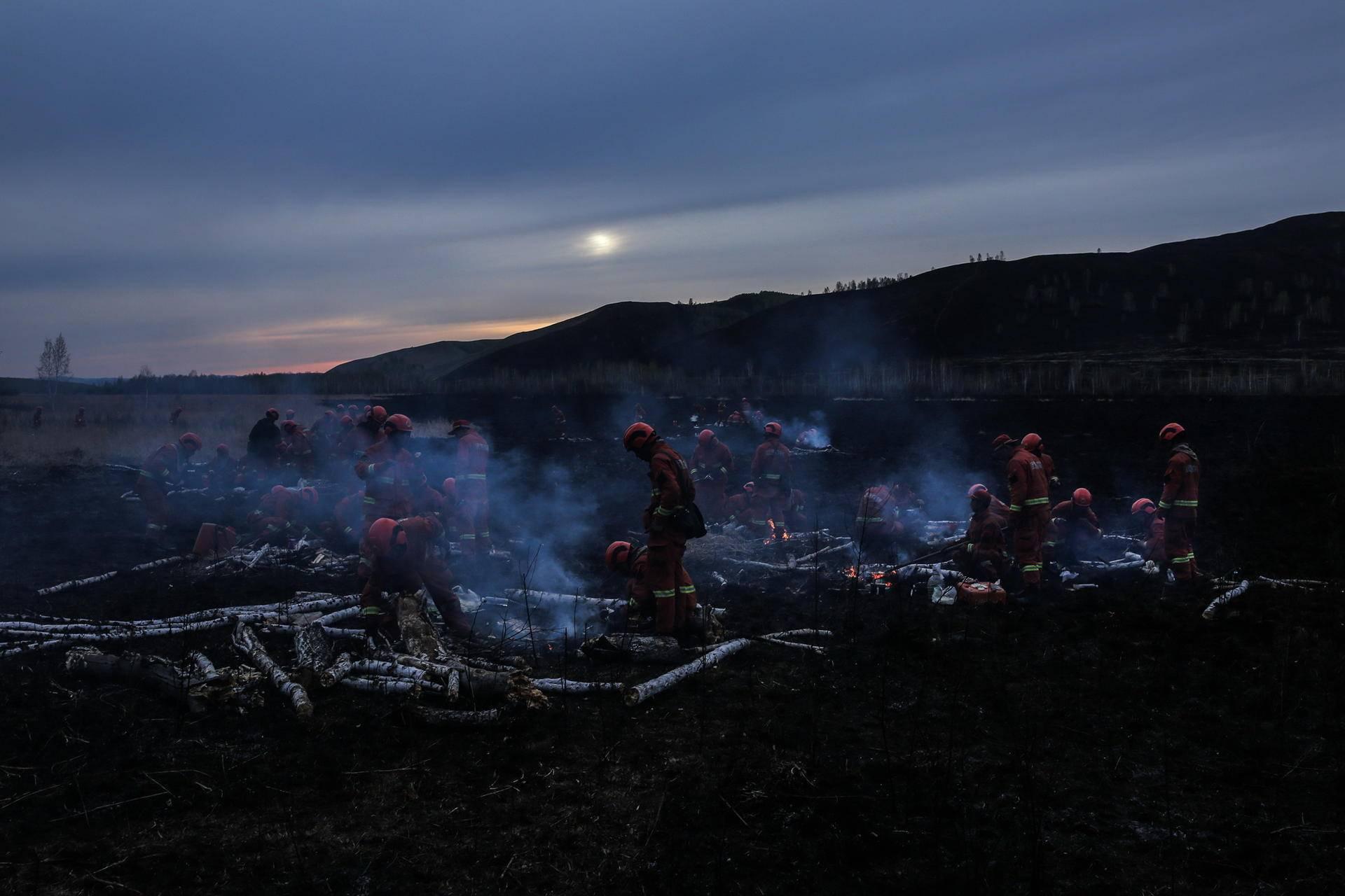 凉山森林大火时,他第125次奔赴火场:残暴森林