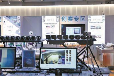 鲲云科技展出单卡16路视频实时处理方案和雨人三代前端人脸处理方案