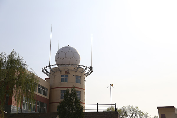 位于延安市清凉山上的多普勒雷达站。