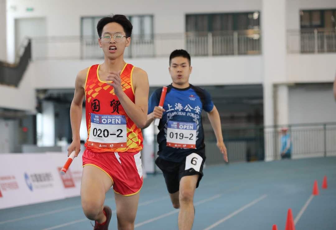 钻石联赛上海站来了一群老将!这个岁数还能跑步,真好