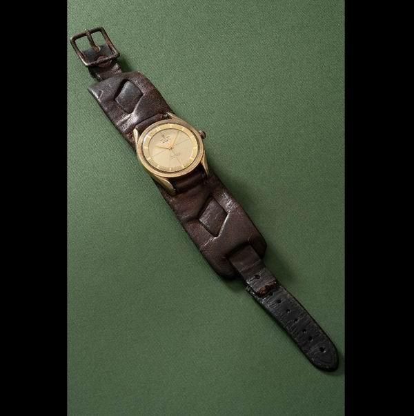 李小龙担任《勇破迷魂阵》武术指导时佩戴过的腕表被拍卖了