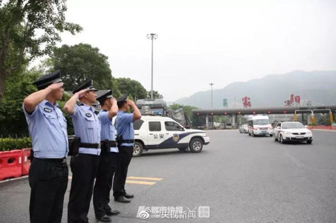 警察父亲沉睡257天后过世,儿子3天后高考志愿还是警校