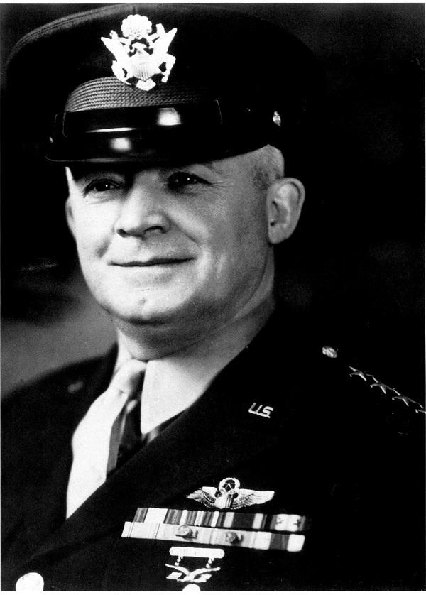 """亨利•H•阿诺德将军,历任美国陆军航空兵司令、主管航空兵事务的陆军副参谋长、陆军航空队司令等职,空军五星上将,被称为""""美国现代空军之父""""。美国空军官方照片。(照片来自美国国会图书馆馆藏)"""