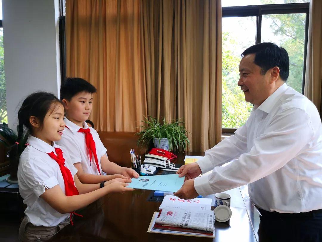 【地方】 5名小学生登门省人大 希望立法规范儿