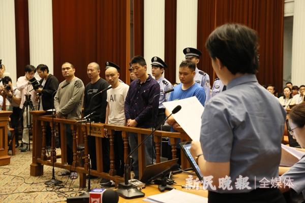 闵行区首起涉恶势力犯罪案件庭审现场 新民晚报 图