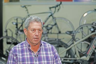 2019年6月6日,在美国新泽西州帕西帕尼,美国自行车制造企业肯特集团执行总裁阿诺德·卡姆勒接受采访。新华社 图