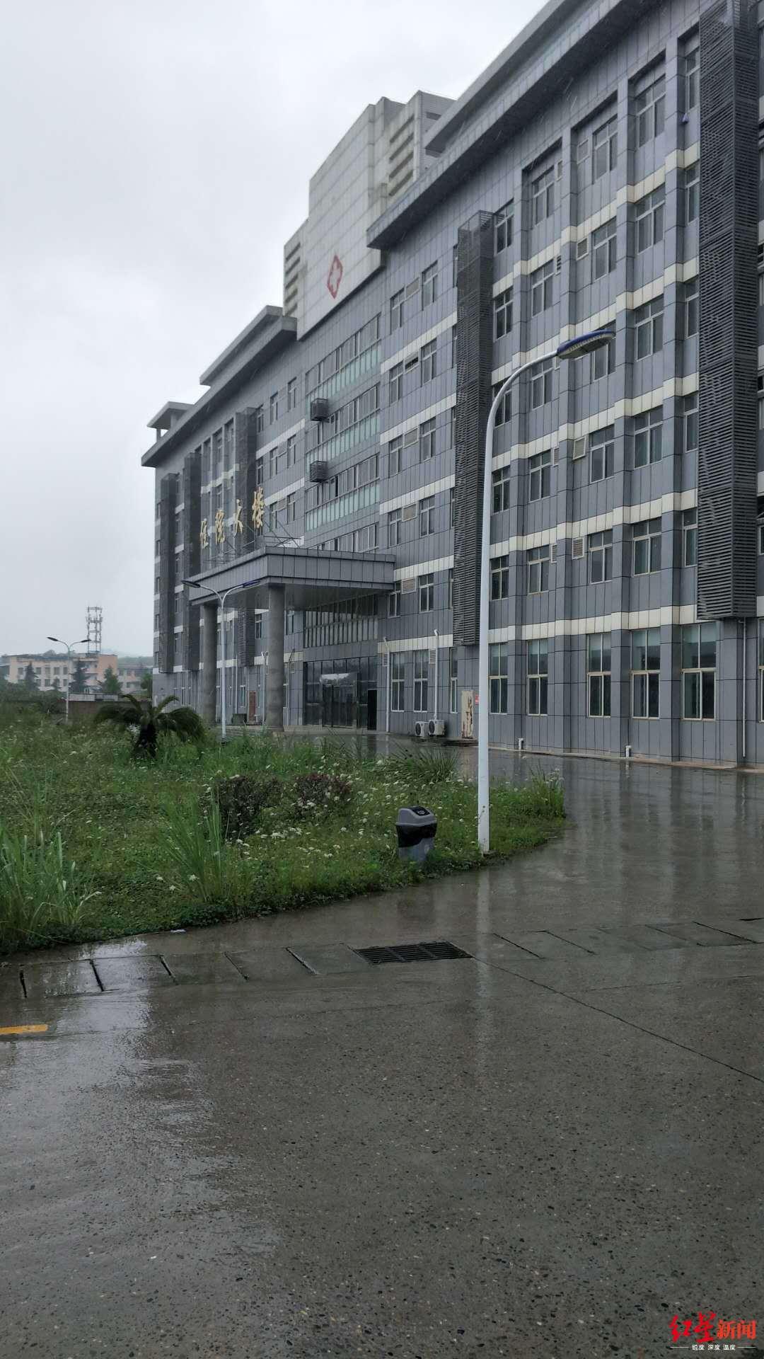 4名精神病人乔装打扮、偷钥匙出逃后被请回,医院增设安全门
