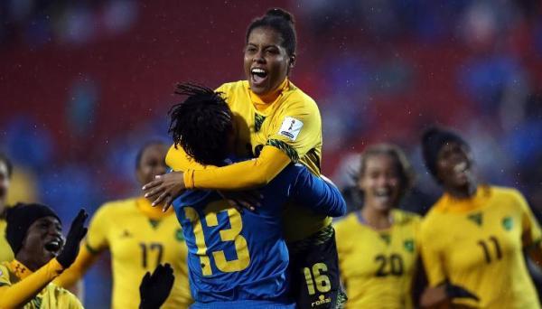 牙买加女足跨越历史的秘密:雷鬼巨星的女儿和零薪酬的教练