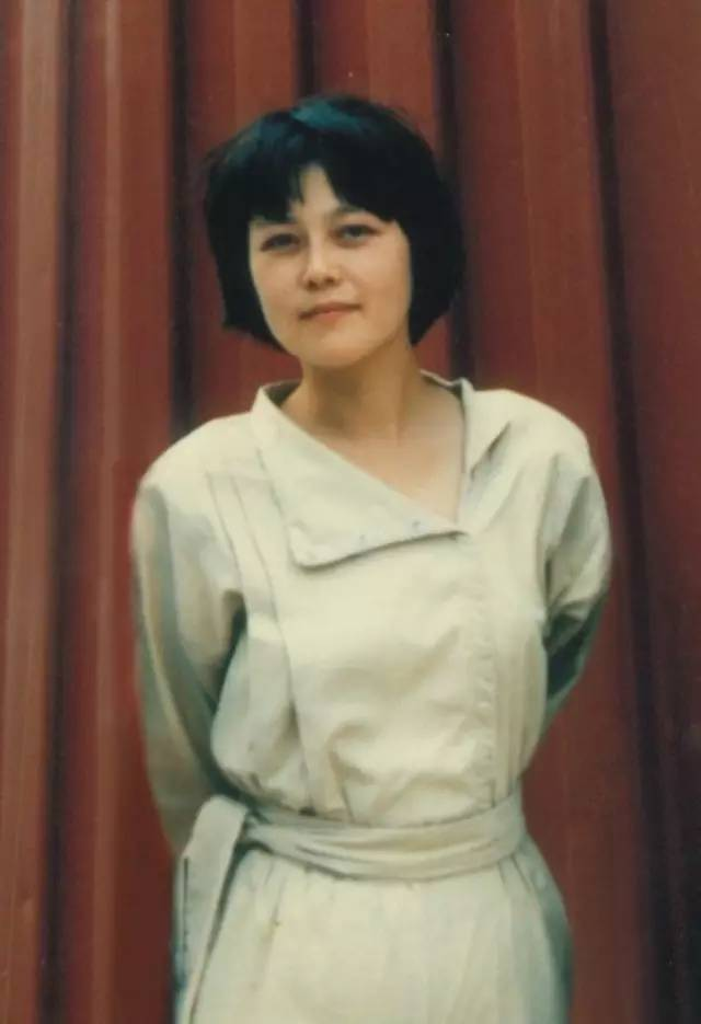 彭小莲,知名导演。作品有《上海纪事》《假装没感觉》《美丽上海》《上海伦巴》等。2001年完成日本纪录片大师小川绅介遗作《满山红柿》。2003-2009年完成纪录片《红日风暴》。另有《他们的岁月》《回家路上》《美丽上海》《理想主义的困惑——寻找纪录片大师小川绅介》等文字作品。