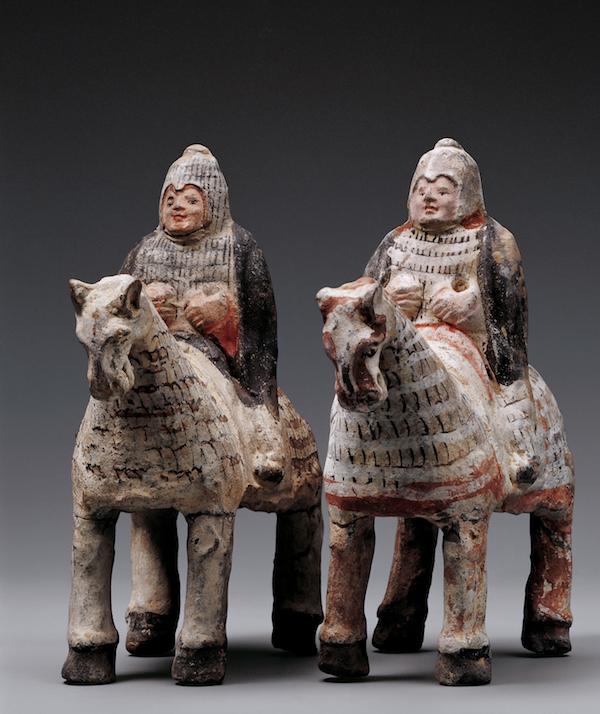 巴泽雷克墓葬出土了大量的又名胶南站长网讯马头面具、马笼头、马笼头牌等
