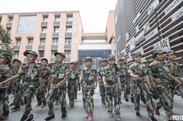 六岁孩子参加军事夏令黄士翰营,毅力丝毫不输哥哥姐姐们
