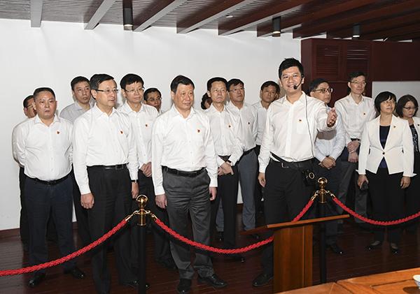 上海市政府党组一天走访一大二大和四大纪念馆,交流学习体会
