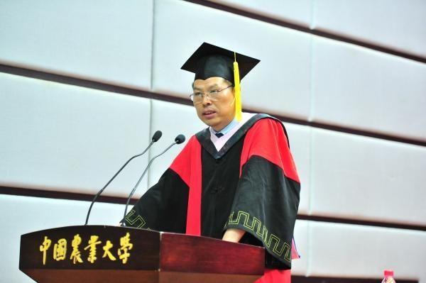 叶敬忠演讲中,图片来自中国农业大学人文与发展学院官网。