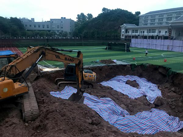 2019年6月,新晃县一中职工邓世平的尸骸从学校操场挖出。杜少平被警方确定为犯罪嫌疑人。澎湃新闻记者 蒋格伟 图