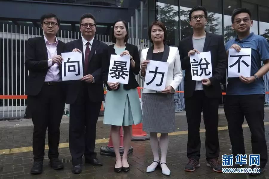 BBC记者正说得欢,香港市民来了句:你们是假新闻