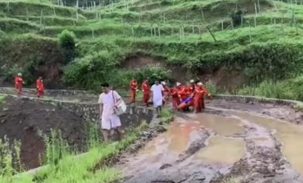 贵州六盘水山体滑坡最新进展:11人被救,6人遇难