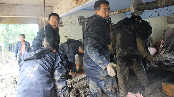 云南金平山体滑坡致3人遇难,民警和消防联合救援