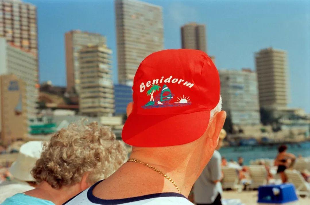 马丁·帕尔镜头下的西班牙度假胜地:这是最便于观察人的地点