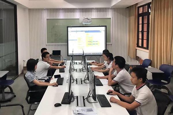 """<b>芯片工作室、乒乓球机器人,""""AI+教育""""应用场景在沪投用</b>"""