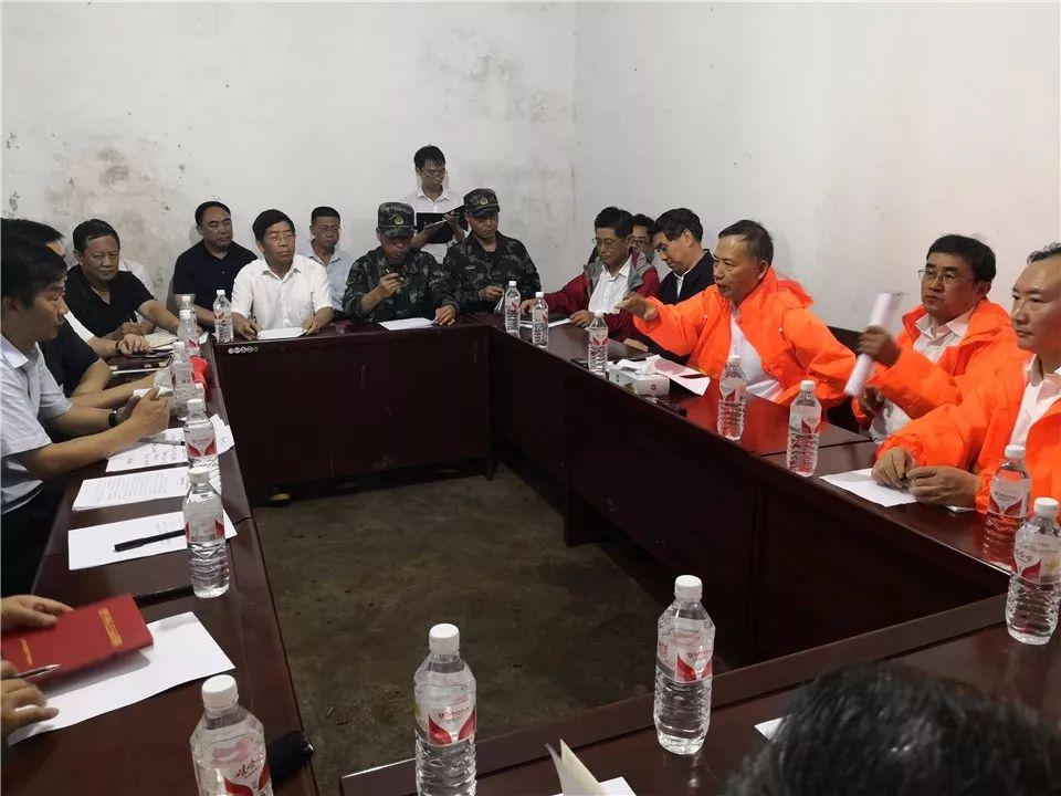联合工作组指导贵州水城山体滑坡抢险救援工作,看望受伤群众