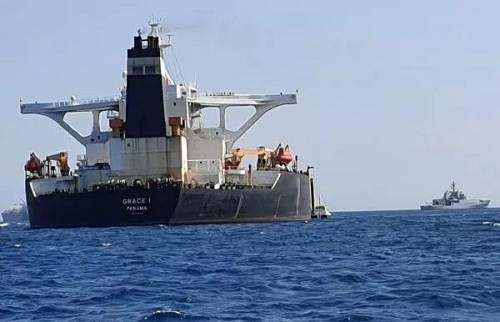 """印度""""躺枪"""":英伊互扣押油轮都有印度船员,此前已派舰护航"""